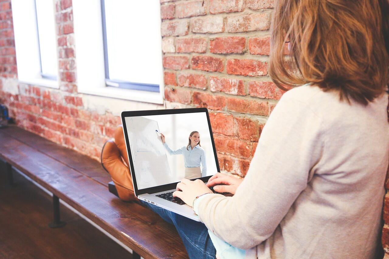 удерживать внимание участников вебинара